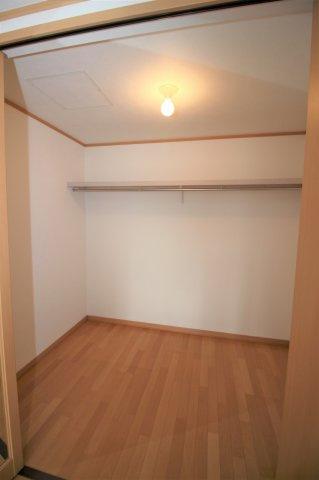 洋室Bにはウォークインクローゼットがついており、沢山の収納が可能です!