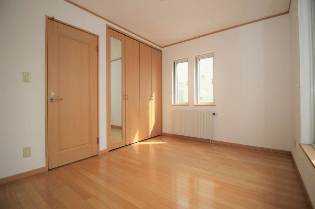 洋室Cは6.0帖です!こちらのお部屋にバルコニーが付いております!