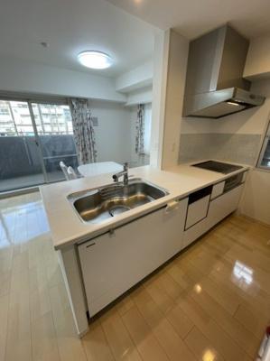 キッチンは非常に開放感のあるカウンターキッチンとなっておりますので、毎日のお料理お片付けラクラクです。