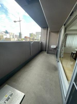 バルコニー部分も広々としたスペースが確保されております。