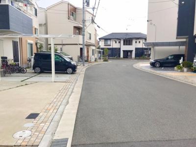 これだけ道が広いと駐車もラクラクです♪