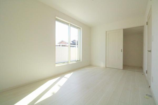 2階7.5帖洋室。主寝室になります♪