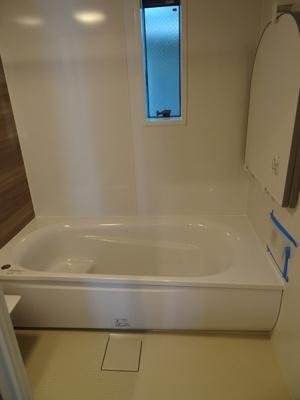 浴室はワイド浴槽のゆったりサイズ。毎日の疲れも癒せます。