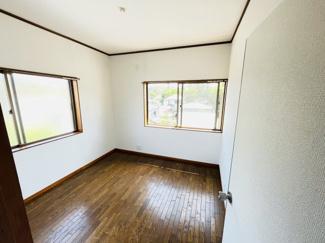 千葉市中央区仁戸名町 中古一戸建て 大森台駅 2つの窓がついた明るい洋室となっています!