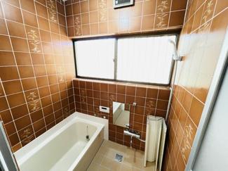 千葉市中央区仁戸名町 中古一戸建て 大森台駅 大きい窓がついた明るい浴室となっています!