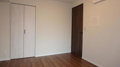 洋室すべてに収納スペースがございます。