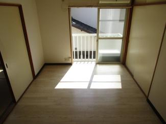 明るい床の洋室6帖