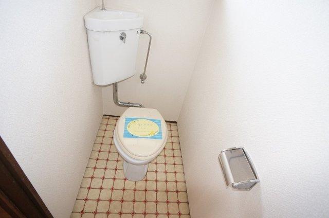 トイレも窓付き換気良好