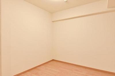 サービスルームは納戸としてはもちろん、居室としてもご利用可。