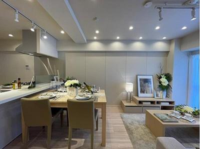 新規内装リフォーム済で清潔感あふれる室内と水廻り。