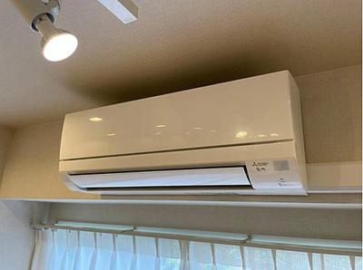 リビングにエアコン新規設置、新生活を快適に始められます。