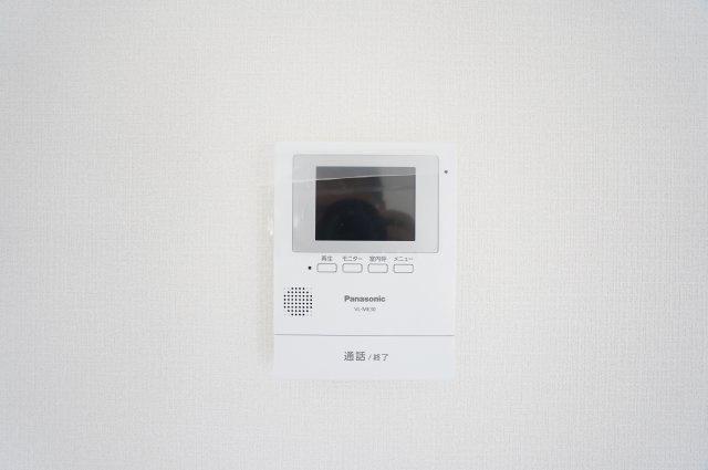 来客がきたらTVモニターで確認することができ防犯面も安心です。