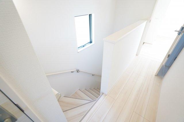 2階階段ホールです。窓があるので明るいです。