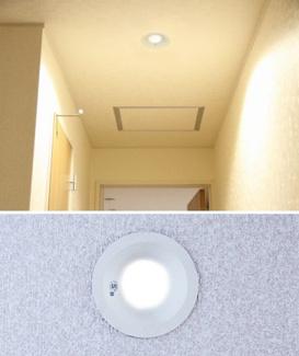 従来の蛍光灯ライトに比べ電気料金・年間CO2を削減できます。