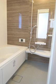 きれいなお風呂です。 浴室換気暖房乾燥機なので雨の日のお洗濯も安心。