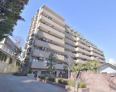 千代田線「乃木坂駅」徒歩約3分の立地。