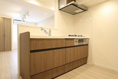 キッチンは食洗機付で家事の時短に役立ちますね。
