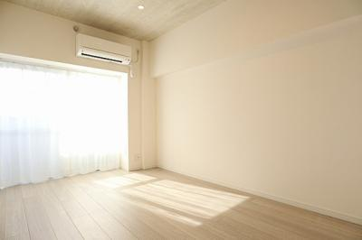 床はお掃除がしやすい、フローリングになっています。
