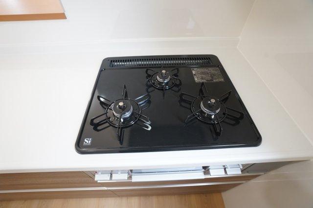 【同仕様施工例】給湯器リモコン お料理しながら~ピッと押すだけ。