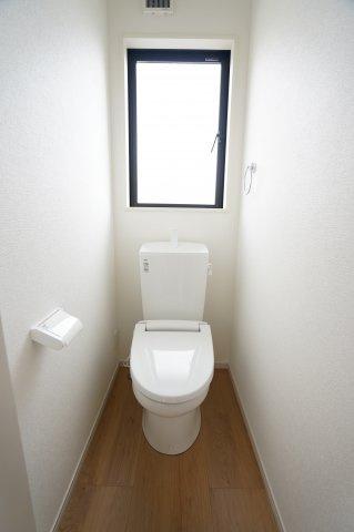 2階 窓があるので換気ができます。