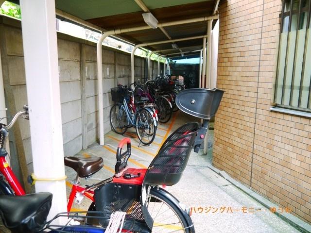 敷地内に、専用の屋根付き駐輪場があります。