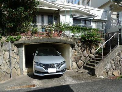車をお持ちの方に嬉しい堀込駐車場付きの物件です