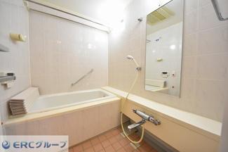 浴室乾燥暖房機付きで寒い冬でもあったか。