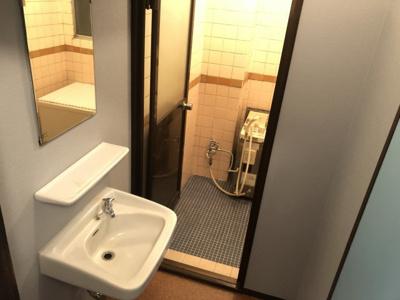 脱衣所、洗面台があります。