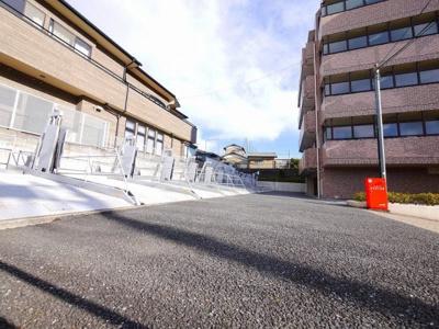 【駐車場】藤セルシオ