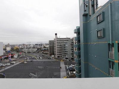 バルコニーからの眺望・浜松町交差点向きです。