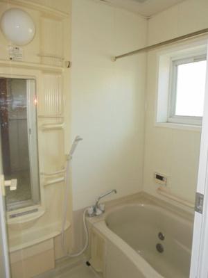 ≪浴室≫雨の日のお洗濯や冬場の入浴に重宝する浴室換気暖房乾燥機付きです。