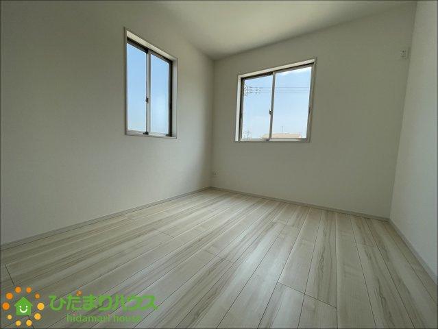 2面採光で昼間は電気いらず♪日当たりの良いお部屋です♪