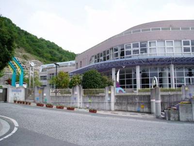 松山市立姫山小学校 1960m