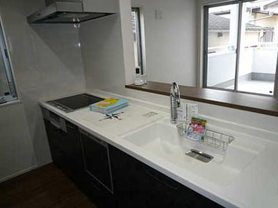 掃除もラクラク清潔感のあるキッチンです