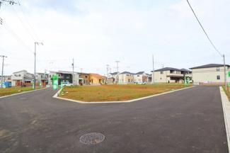 グランファミーロ八千代緑が丘L 6メートル道路の付き、駐車しやすいです。