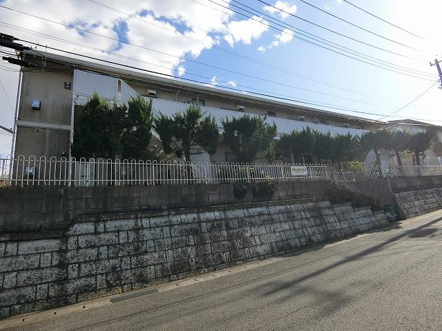 小田急線「百合ヶ丘」駅より徒歩圏内!2階建てアパートにある倉庫です☆