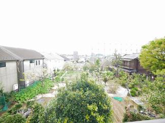 バルコニーから見渡す景色は遮るものがなく開放感に溢れます