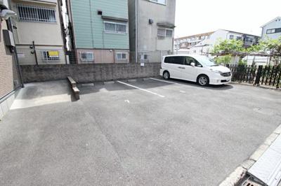 【駐車場】メゾンドフルーレ B