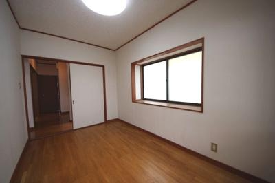 二階洋室5帖