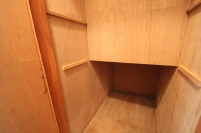 階段下を利用した収納