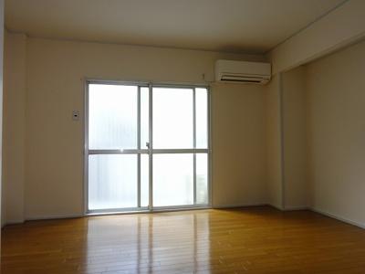 明るく使いやすい居間です(現況と異なる場合は、現況を優先します。)