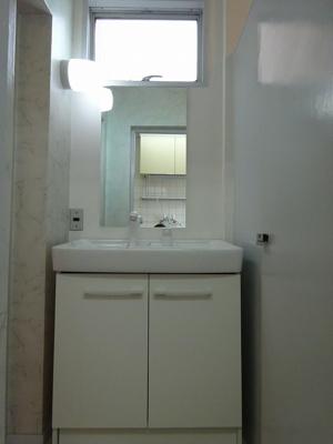 独立洗面台、朝の身支度には欠かせません(現況と異なる場合は、現況を優先します。)
