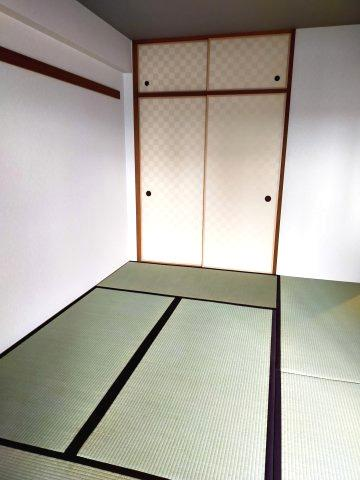 客間にも子供のお昼寝部屋にもなる和室は便利です。大きな押し入れで整理整頓も楽ですね。