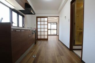コーポ吉村 DK5帖(玄関側から)