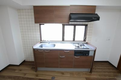 コーポ吉村 キッチンはガスコンロ2口のワイド型システムキッチンで料理が楽しめます