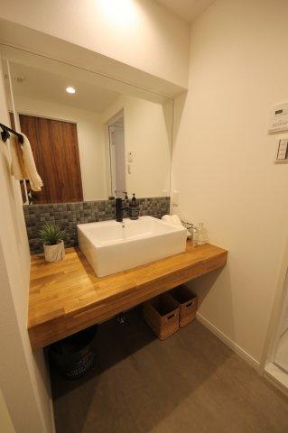 こちらもデザイン性の高い独立洗面台はまるでホテルのようなスペースですね♪