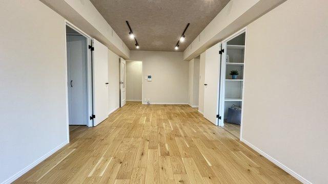 使い易いチョット広めのLDKで各部屋も安らぎをもたらすプライベート空間です♪