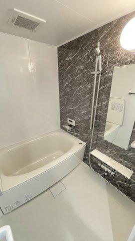 新品バスルームは追い焚き機能つき 帰りが遅いご家族も、あったかいお風呂にはいれますね(^-^)ノ