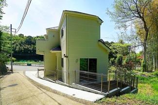 隣地との距離も広く、開放的な立地♪ 建物は制震ダンパー採用!