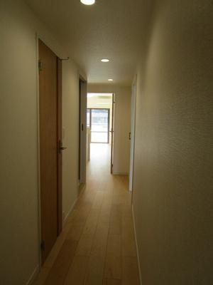 明るい廊下。